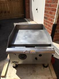 """APW Wyott 18"""" commercial grill - Gas mains"""