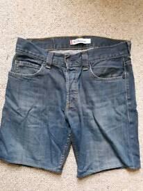 Levis shorts size 34