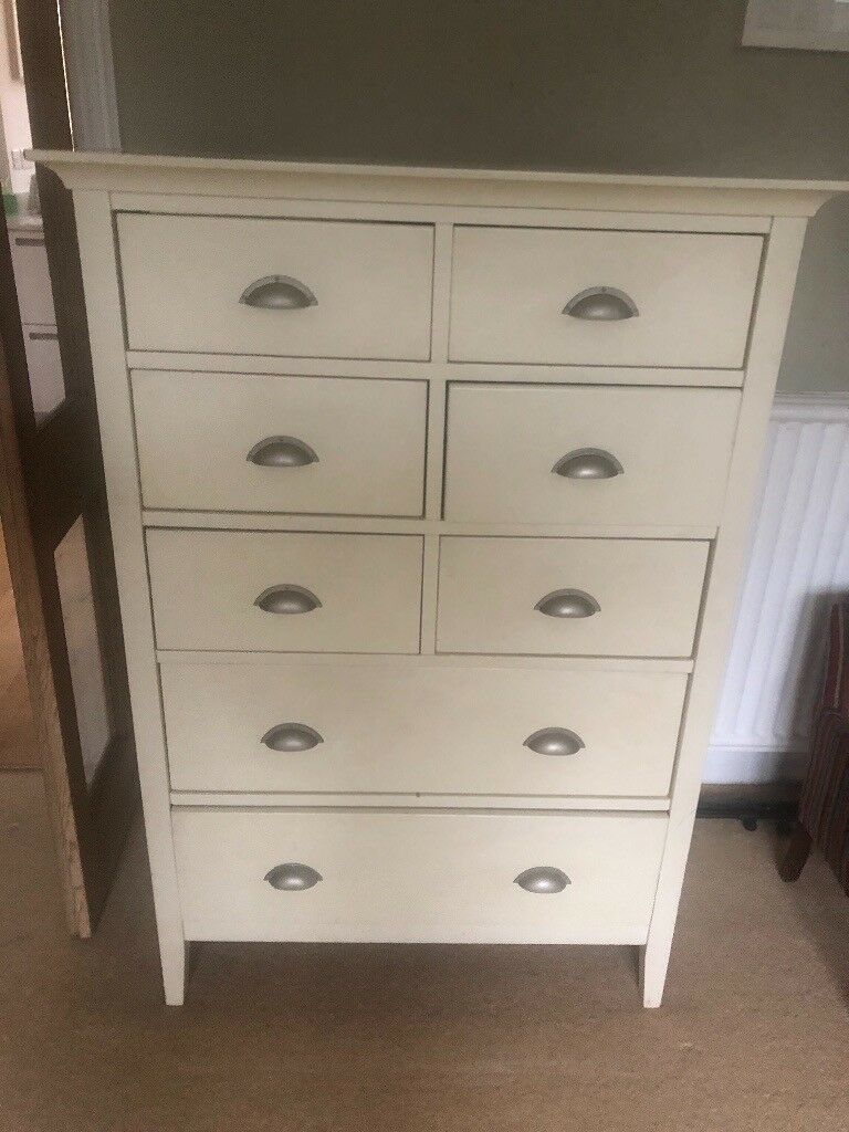 Bedroom furniture - Wardrobe and chest of drawers   in