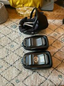 Maxi Cosi Pebble Baby car seat and isofix bases