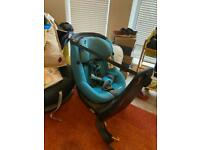 Swivel baby car seat