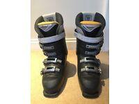 Salmon ski boots - size 6