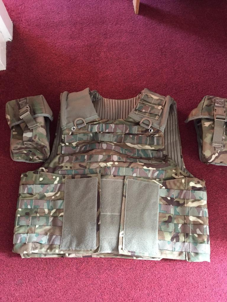 Men's Osprey Mtp mkIV body armour with 2 pouches, (1 ammo and 1 water bottle).