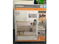 2 Brand new Lindam extendable wooden stairgates