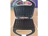 2 slices waffle maker in good, used condition