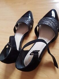 clark flat black sandal
