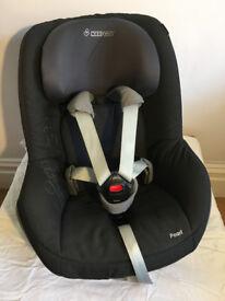 Maxi Cosi Pearl Car seat and Maxi Cosi Family Fix isofix base