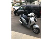 Honda Scooter PES 125 2011 silver with box delivery