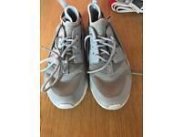 Boys Nike huarache trainers