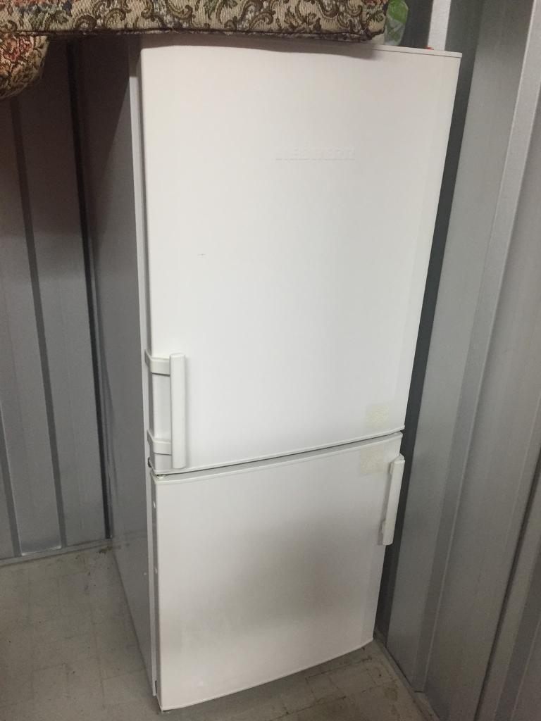 CUP2221 Liebherr Fridge Freezer, white freestanding, quality design, hardly used