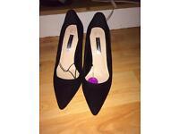 Court heels size 5 brand new