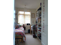 Room to rent in friendly family home in Lenton