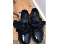 Dr martins size 5 bow shoes