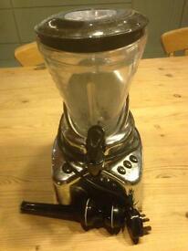 Smoothie maker / drinks blender with tap