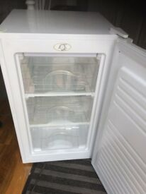 UNDERCOUNTER FREEZER IN EXCELLENT WORKING CONDITION.