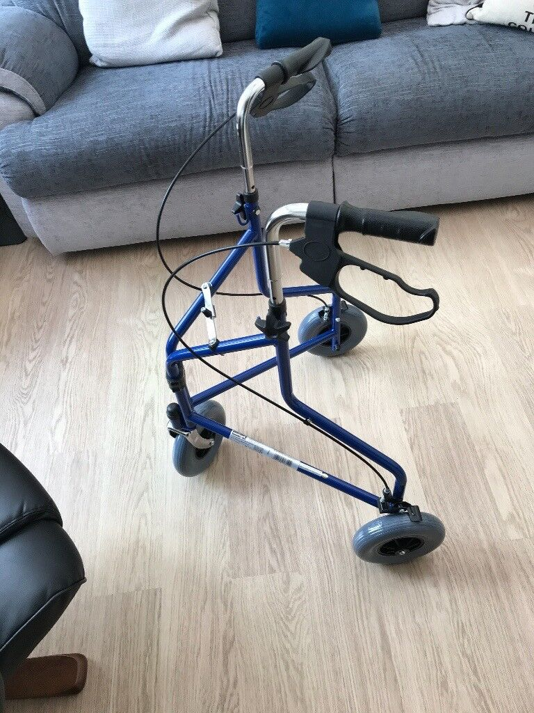 BRAND NEW MOBILITY THREE WHEEL WALKER WITH BRAKES
