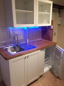 Clean Ensuite rooms & studio available for Daily & weekends .or short term holidays