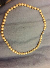 Lovely genuine cultured Akoya Pearl necklace with 14ct gold clasp
