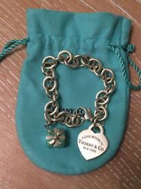 Tiffany bracelet with heart and present box charms
