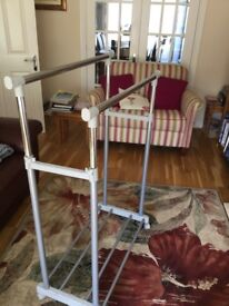 Metal double bar adjustable clothes rack with 4 bar base