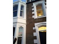 Double Room with en-suite bathroom and separate kitchen in Family house in Broughty Ferry