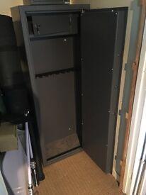 Gun Safe - GDK Trading - 8 Gun capacity - Internal Ammo section - Vault Lock