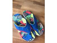 Boys / Mens Animal Flip Flops Size 6