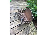 Sturdy cast iron grate with free fire guard