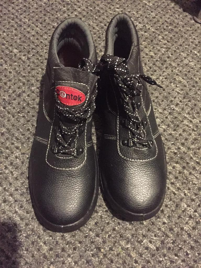 SOLD!Bnwt steel toe cap boots and