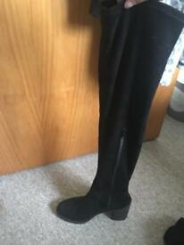 Size 6 barely worn knee high boots