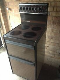 Electric 4 ring freestanding Cooker Tricity Contessa beige/brown