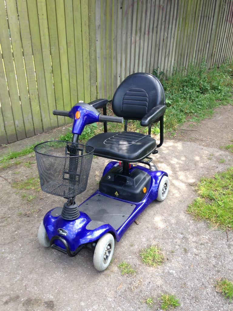CAR BOOT MOBILITY SCOOTERin Stanley, West YorkshireGumtree - CAR BOOT MOBILITY SCOOTER IN GOOD CONDITION GOOD BATTERIES SWIVEL SEAT CHARGER SHOPPING BASKET SPLITS INTO 5 PARTS TO FIT INTO THE BOOT OF A CAR £275