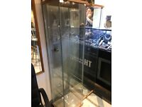 £120 ONLY SELL 2 USED GLASS DISPLAY CABINETS HEIGHT 1.60CM. X WIDTH 40.0CM X DEPTH 35.0CM