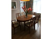 Lovely vintage table and 6 chairs.