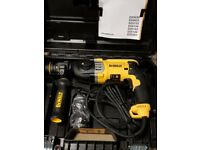 NEW PROFESSIONAL Hammer DeWalt D25144 + Multi-position Side Handle 900w 230v
