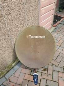 Motorised sattalite dish