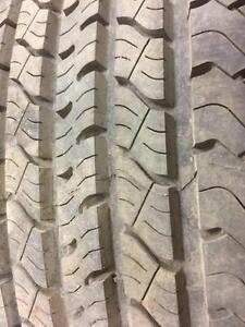 2 pneus d'été, Uniroyal, Laredo, 235/70/15, mesure 11/32.