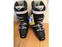 New & unused Salomon Performa 5.0 ladies ski boots size 7 & new boot bag