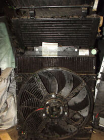 NEW ROVER 400 45 MGZS AUTOMATIC GENUINE RADIATER FAN AND OIL COOLER WITH HOT CLIMATE FAN