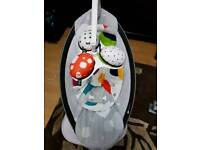 4Moms Mamaroo 4 in Grey Classic bouncer / swing / rocker in 1 with new born insert.