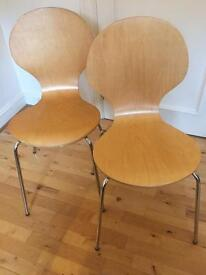 A pair of dining chairs - Arne Jacobsen Style