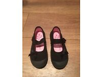 Girl's Black Daps Size 9