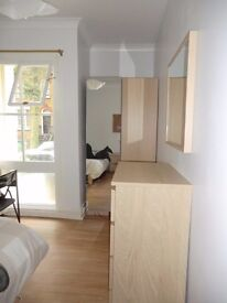 2 Cosy rooms in Oval,same flat, available now £145pw bills included and free wifi!