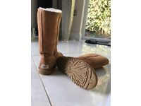 UGG Boots, women's, Chestnut colour, used, in excellent condition. Mid height.