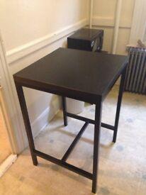 1 black table + 1 chair