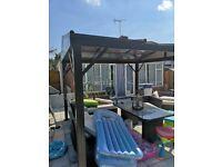 Gazebo polycarbonate roof slides open