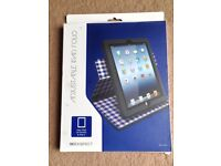 2 x ipad cases and 2 x screen protectors