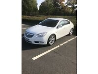 White Vauxhall Insignia SRI 2.0 diesel excellent condition