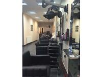 Nail table to rent in Ealing area £120pw and hairdresser required