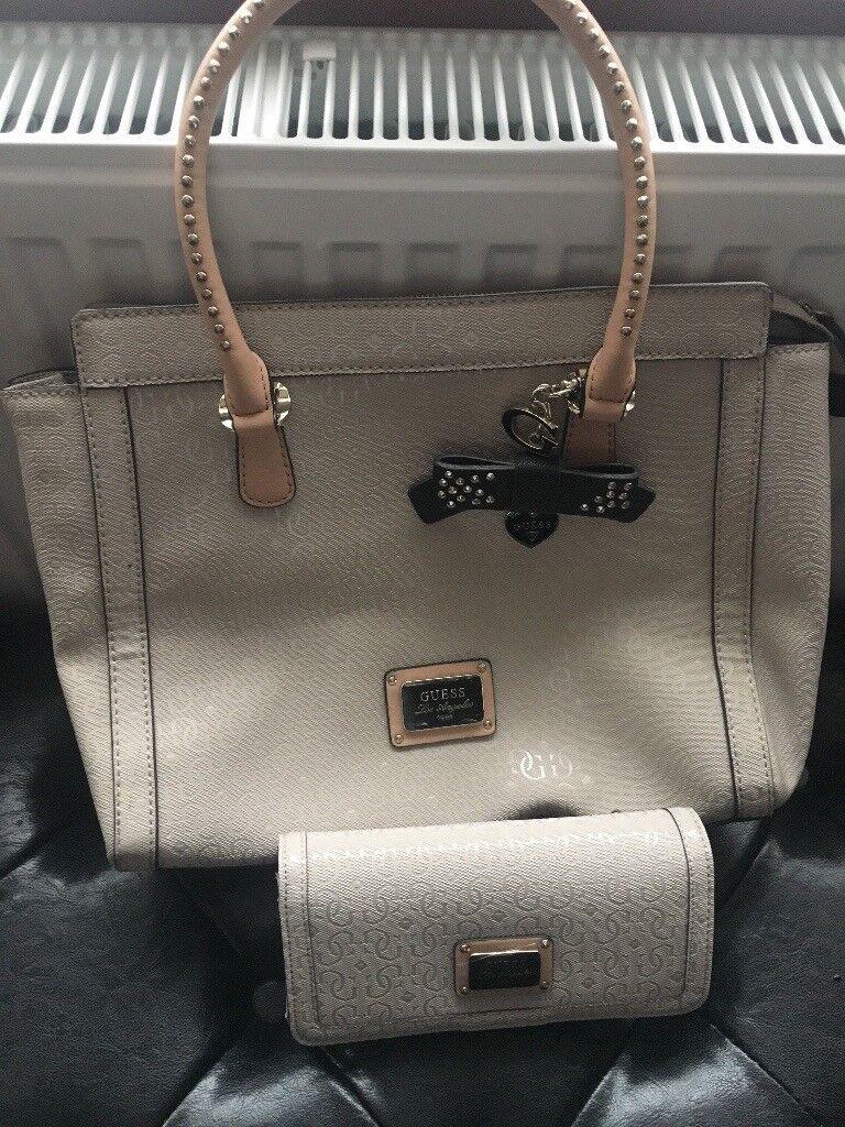 74cfe55a6b93 Guess handbag and matching purse set. Cream